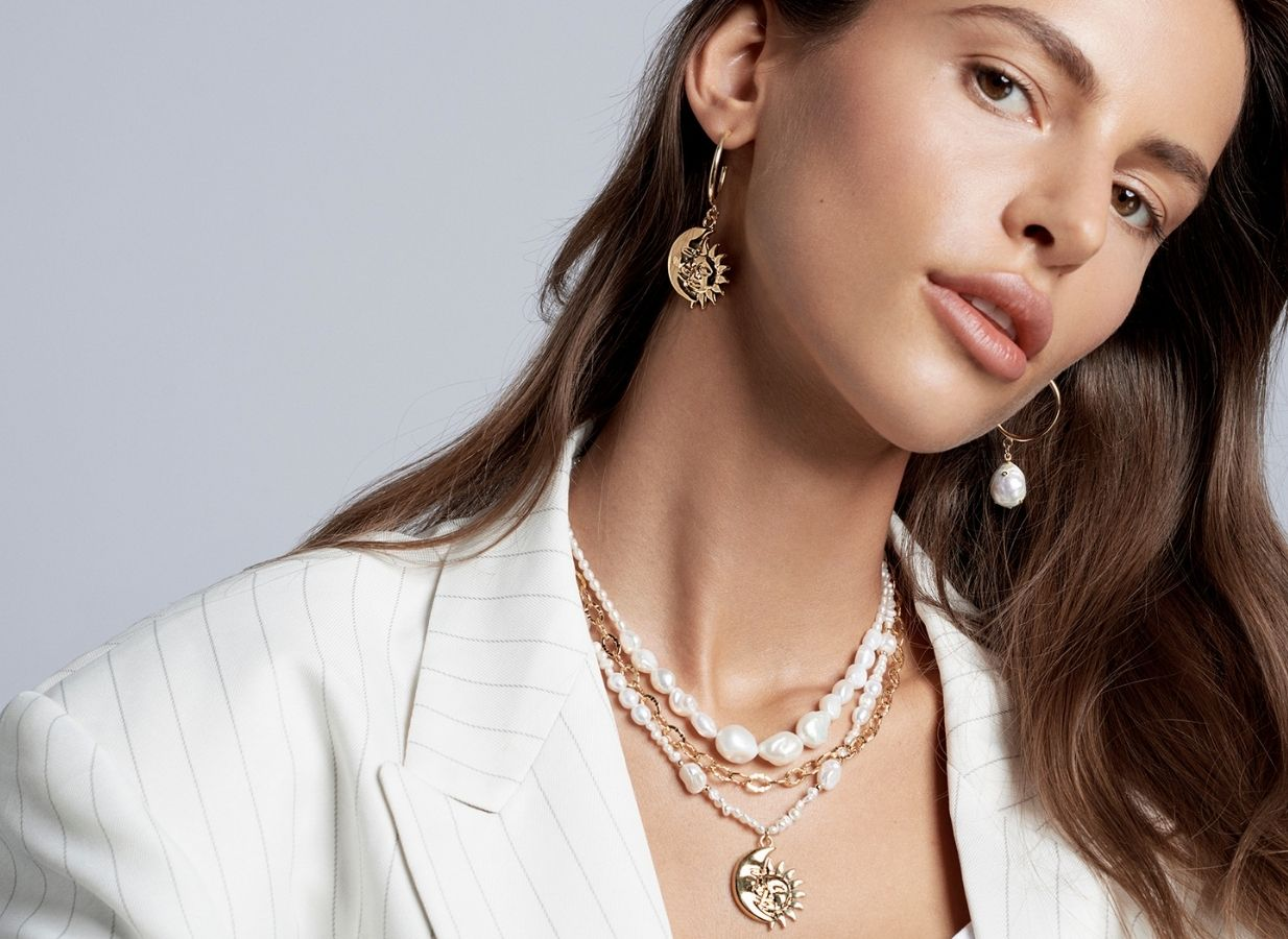 Biżuteria z perłami białymi